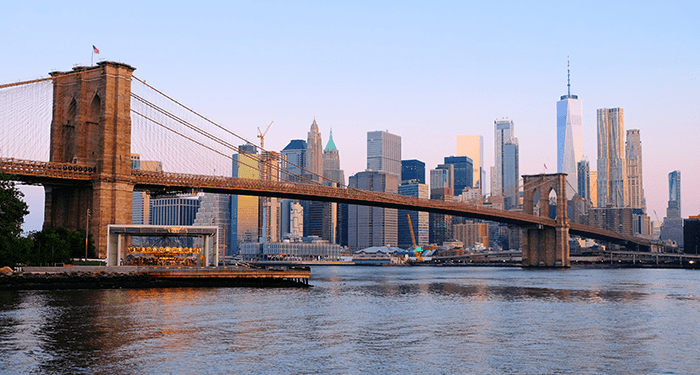 Brooklyn-Bridge-in-New-York-Skyline
