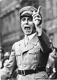200px-Bundesarchiv_Bild_102-17049,_Joseph_Goebbels_spricht